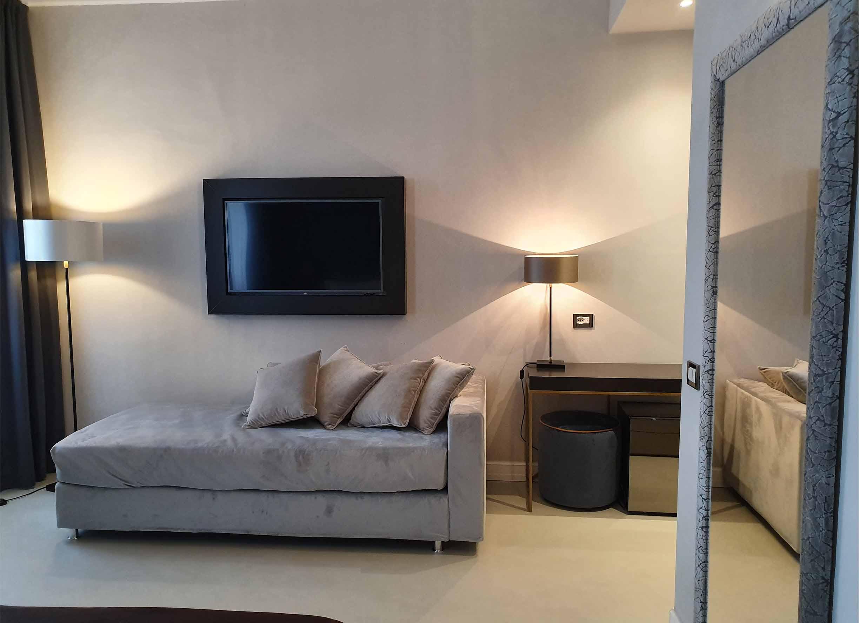 hotel maxim axial_0000_hotel maxim axial tv divano relax time firenze tuscany